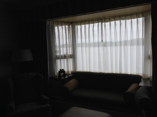 Crest Hotel: bay window