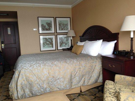 Crest Hotel: bedroom