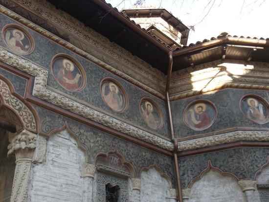Église Stavropoleos : Blending of Orthodox and Islamic Styles