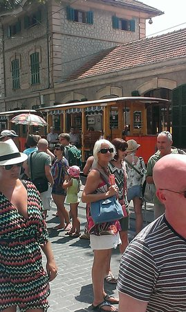No Frills Excursions : wooden tram