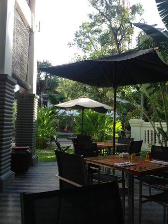 Shinta Mani Angkor: Table du petit déj (si on choisit d être dehors)