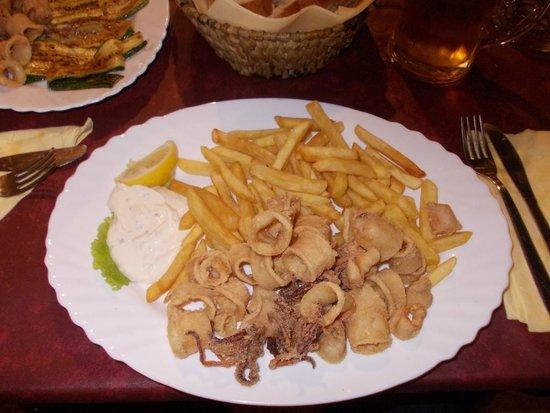 Terra Istriana: calamari fritti con patatine fritte