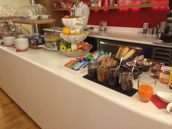 La Cour des Augustins - Boutique Gallery Design Hotel : Buffet petit déj