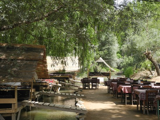 Tandirci Restauran: Tables for larger groups and gazebos on the river for smaller groups