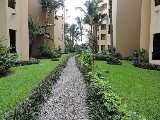 Villa La Estancia : Corridor between Villas La Estancia and Flamingos