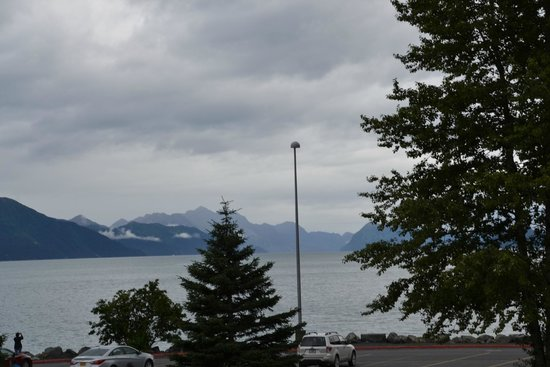 Best Western Plus Edgewater Hotel: Looking at Resurrection Bay