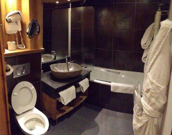 Hotel Beauregard: Salle de bain/WC chambre lits jumeaux