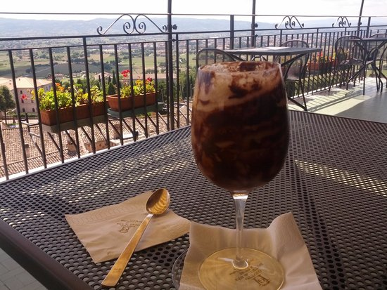 Hotel Giotto Assisi: Luca's special chocolate-laced cappucino, on the bar terrace overlooking the valley below!