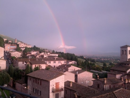 Hotel Giotto Assisi: From the bar terrace, a double rainbow after a storm...