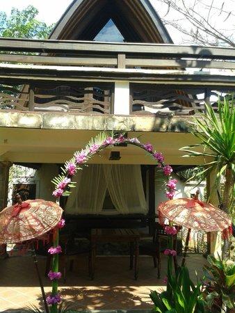 Hotel Vila Ombak: ingresso della camera deluxe