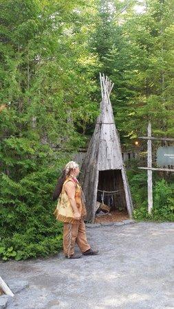 Site Traditionnel Huron: Le fumoir à viande et poisson
