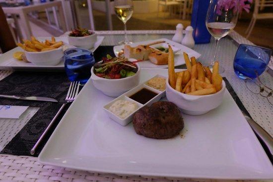 Re Ka Ta Beach Club: Steak teuer aber nicht zart