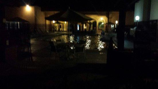 Ramada Fresno Near Cal State Fresno: Pool at night