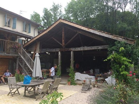 Velo Vercors: Outdoor lounge area.