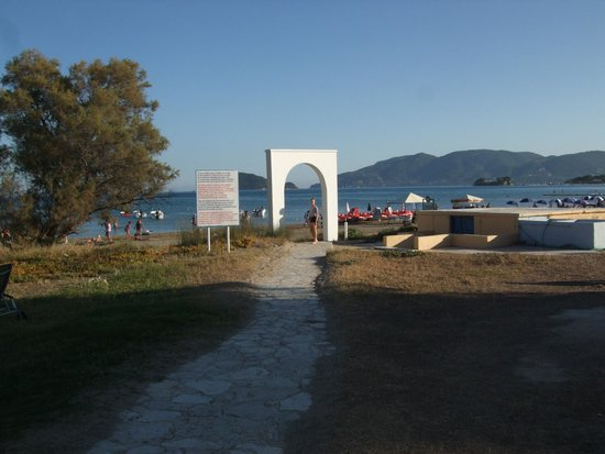 Louis Zante Beach: To the beach