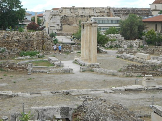 Ágora: The Agora smack bang in the middle of a bustling city.