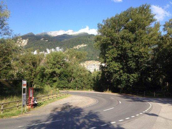 Untervaz, Suiza: Blick von der Einfahrt Richtung Berge