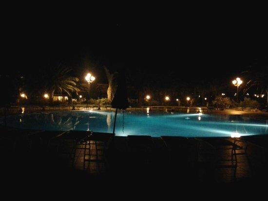 Club Hotel Marina Beach: Romantica vista serale dal Risotrante