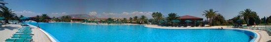 Club Hotel Marina Beach: 4000 Mq di piscina