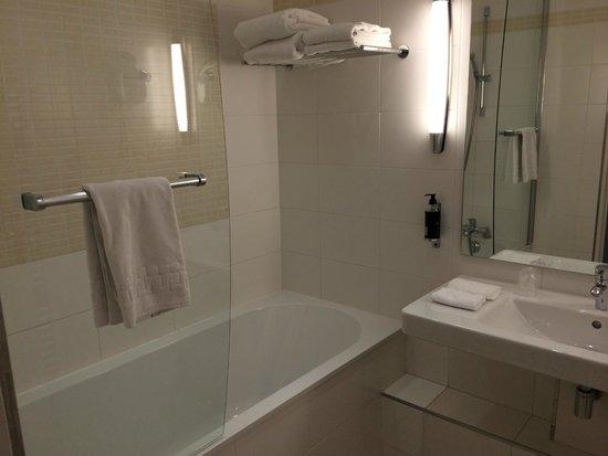 Hôtel du Parc : Salle de bain