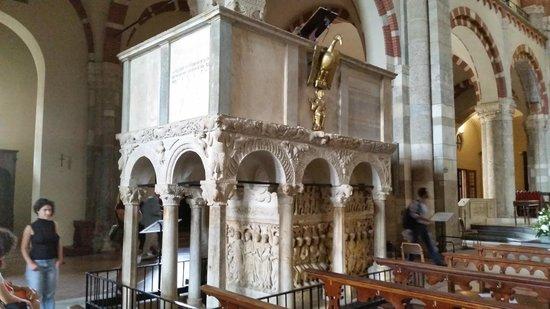 Basilica di Sant'Ambrogio: .