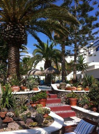 Hermes Hotel : giardino davanti