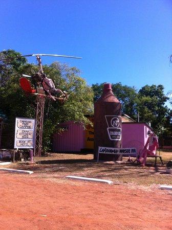 Larrimah Wayside Inn Caravan Park: Famous pink Panther