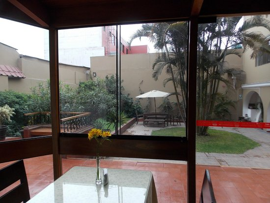 Hotel San Antonio Abad: looking out at courtyard