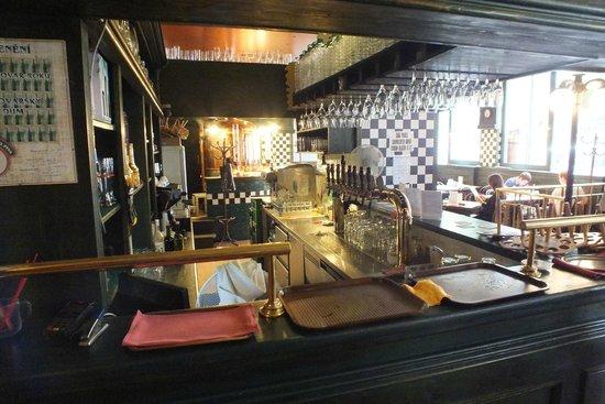 Pivovarsky dum : Вид через бар