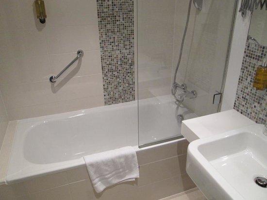 Hotel Duo: bathroom