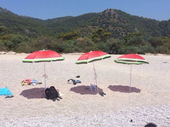 Plage d'Oludeniz (Lagon bleu) : Strand aan buitenzijde van lagune, hier wel plek.