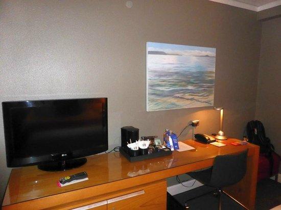 Hotel Max: standard queen room