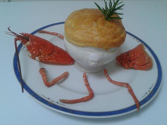 Le Cap : soupiere de homard Breton,aux petits legumes sauce sauternes