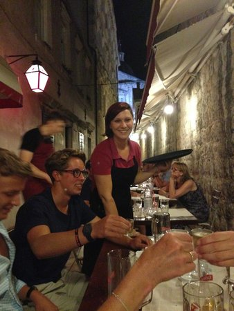 Pizzeria & Spaghetteria Storia: Friendly service with a smile !!
