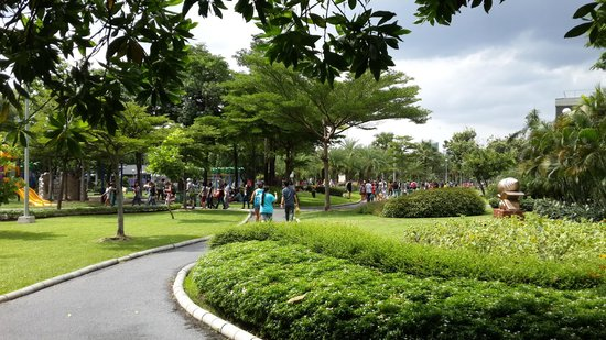 Chatuchak Park: Busy on the weekend