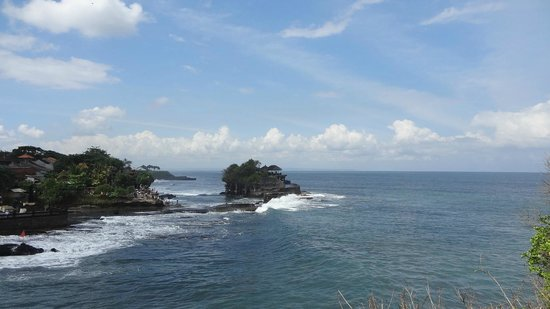 Tanah Lot Temple : Tanah lot wide view