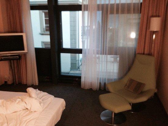 Hotel Alpha-Palmiers : La chambre avec vue sur la ville