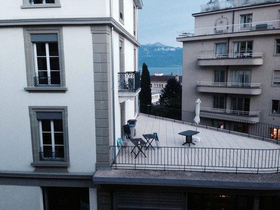 Hotel Alpha-Palmiers: La chambre avec vue sur la ville