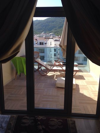 Emre Beach: Big balcony, top floor at the emre hotel (annex) not the best view but is the perfect size and a
