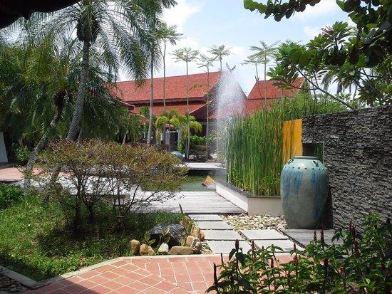 Meritus Pelangi Beach Resort & Spa, Langkawi: Near entrance