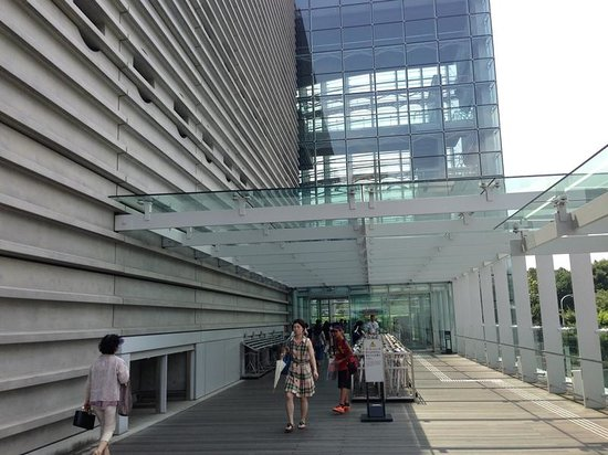 The National Art Center, Tokyo : 地上通路