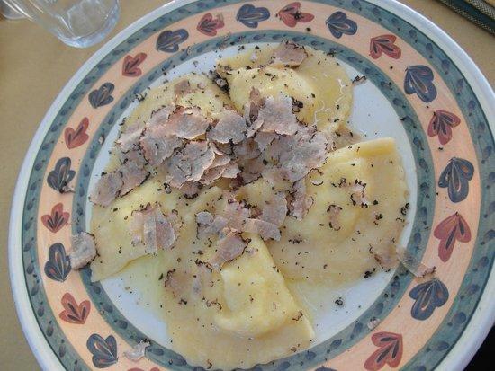 Osteria di Casa Chianti: Mezzelune con pecorino pere al tartufo