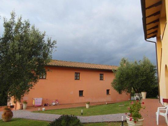 Azienda Agricola ed Agrituristica Cafaggio: L'edificio in cui abbiamo pernottato, distaccato 1,5 km dall'agriturismo