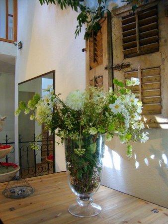 Hotel l'Amandiere : fiori freschi