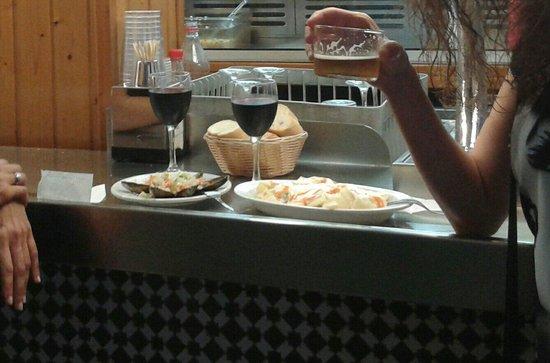 """Cerveceria La Mejillonera: Mejis, bravas y bebida. Rico y """"barato""""."""