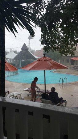 Aonang Villa Resort : un dia que llovio mucho pero solo media hora