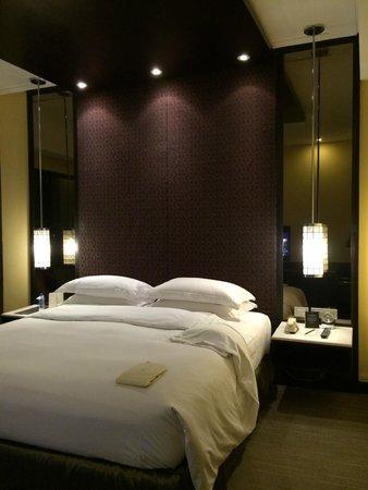 Sofitel Philippine Plaza Manila : Sofitel suite, bedroom