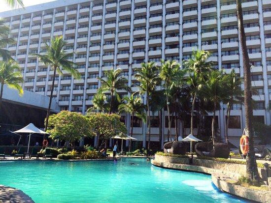 Sofitel Philippine Plaza Manila : Poolside