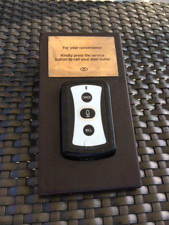 Sofitel Philippine Plaza Manila : Calling button on poolside, nice of it would work, this it didn't