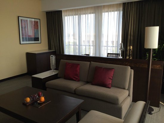 Sofitel Philippine Plaza Manila: Sofitel suite, living room